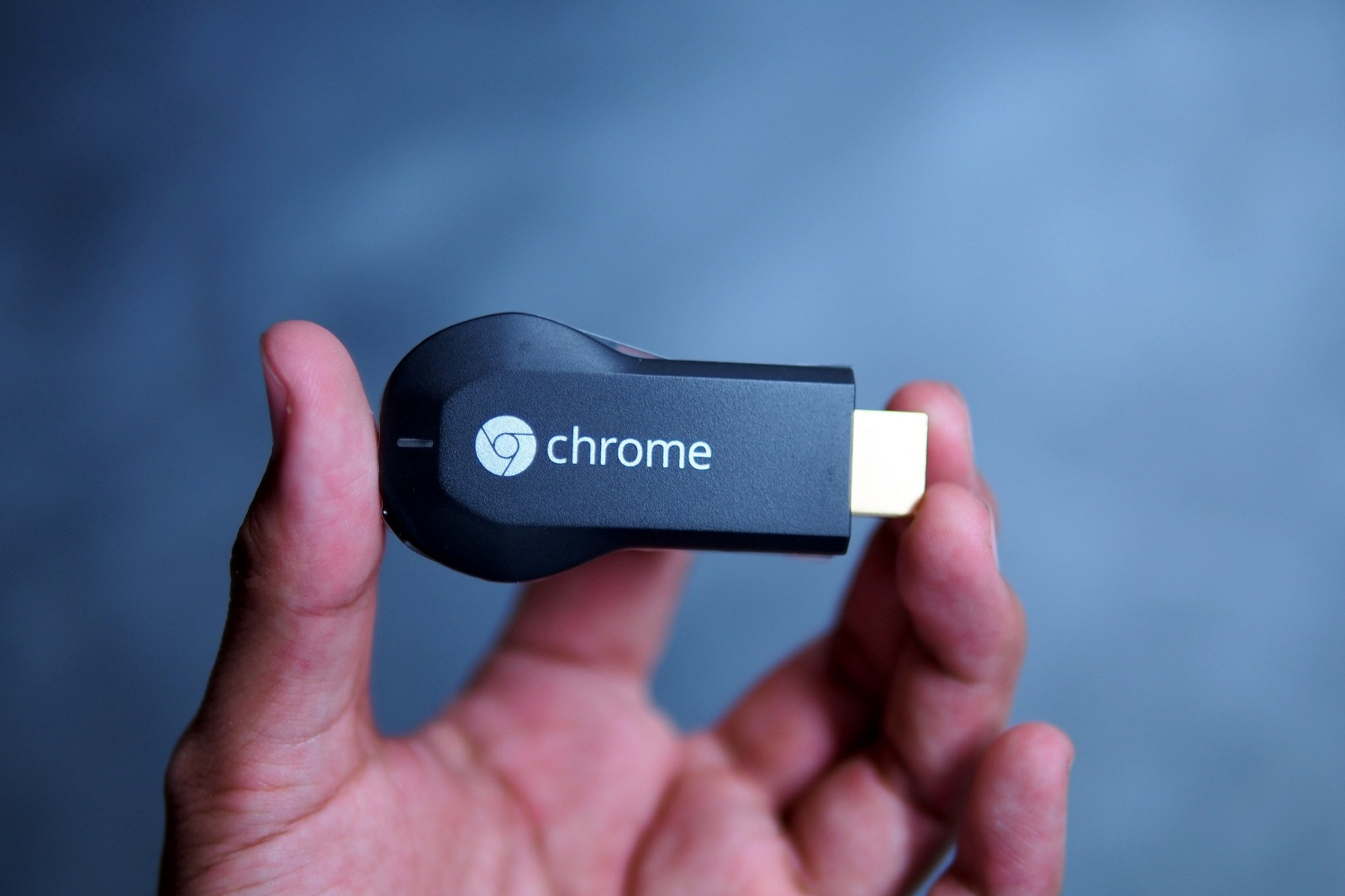 Changing the Chromecast icon color by styling MediaRouteButton